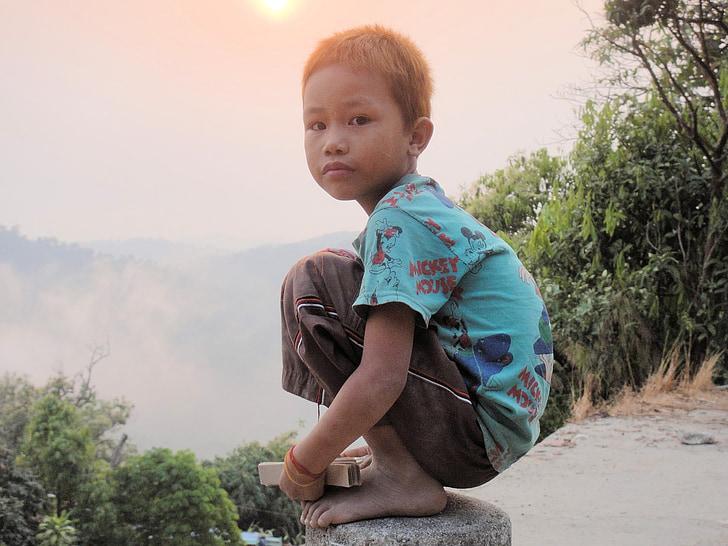 chlapec, zostatok, Crouch, Mjanmarsko, Barma