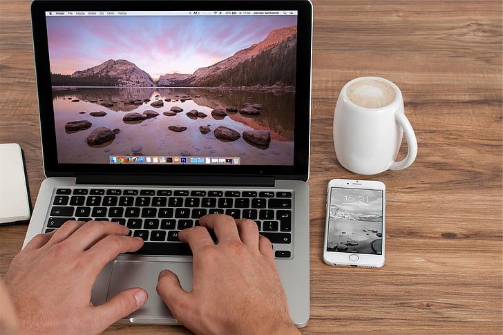 MacBook, Pro, vedľa, biela, keramické, hrnček, striebro