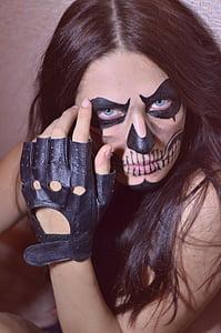 aqua make-up, photoshoot, girl, skull, drawing on the face, portrait