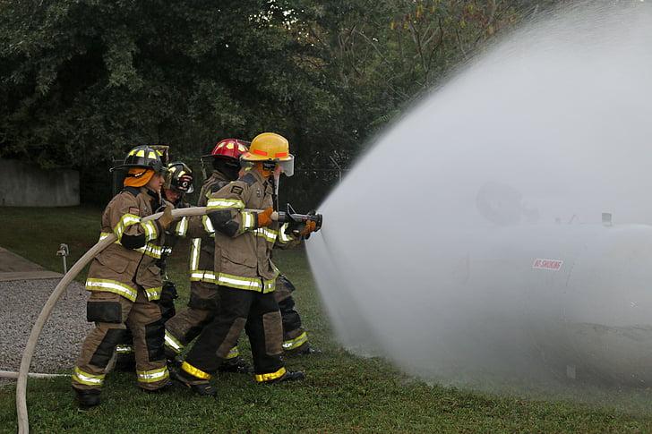 πυροσβέστες, μάνικα κατάρτισης, πυροσβέστης, εκπαίδευση, δεξαμενή προπανίου, ομαδική εργασία, τρυπάνι
