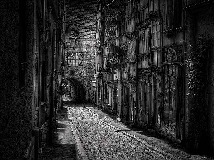 carretera, ciutat, pavimentat, nucli antic, blanc de negre, carcassa, arquitectura