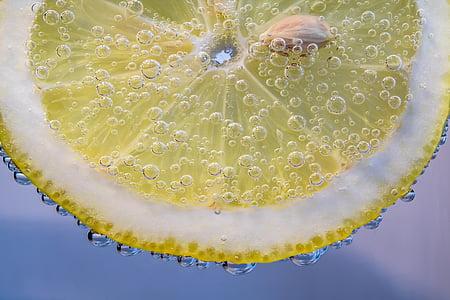 fatia de limão, limão, pequenas bolhas, na água, molhado, grânulos, frisado