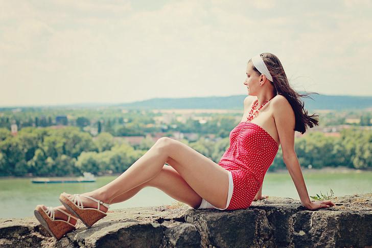 l'estiu, dona jove, cames llargues, dona, noia, vestit de lunars, pantalons curts