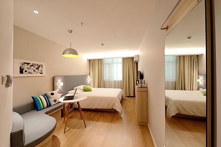 Hotel, Habitacions, nou