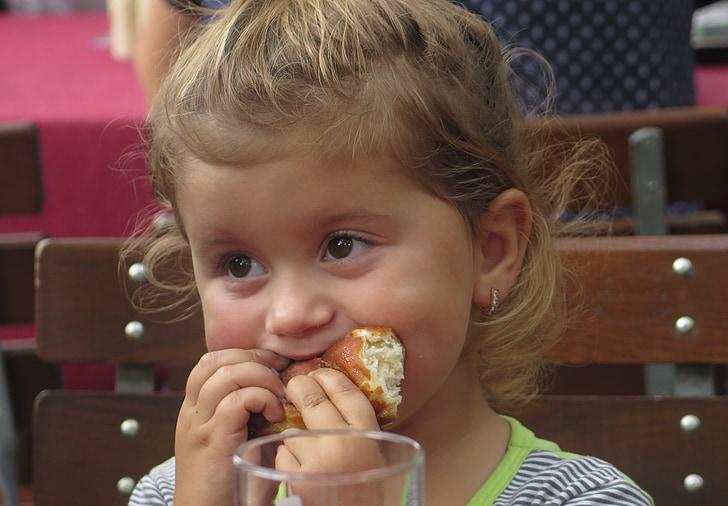 nen, la nena, brot, menjar, saborosa, gana
