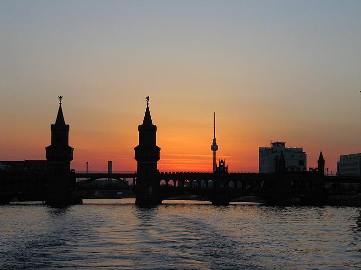 Берлін, oberbaumbrücke, abendstimmung, Шпрее, Телевежа, пароплав, води