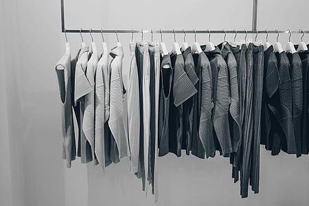 línia gris, vestir, penjant, coathanger, roba, cremallera, en una fila