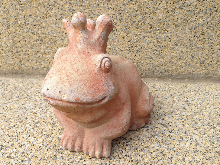 frog prince, frog, kiss, prince, sound, sculpture, fairy tales