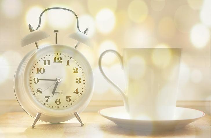 rellotge despertador, tassa de cafè, temps de, despertar, temps que indica, despertar-se, tocar la campana
