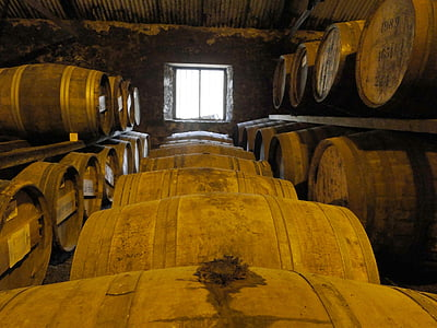 whisky, tonneaux en bois, barriques, stock, Islay, alcool, Keller