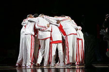 equipe de basquete profissional, Huddle, jogadores de basquete, pré-jogo, uniformes, jogo, desporto