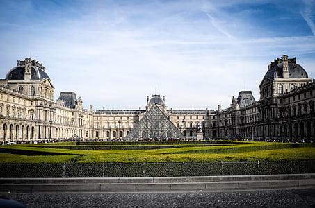 Louvre, Pariis, Prantsusmaa, muuseum, klaasist püramiid, püramiid, arhitektuur