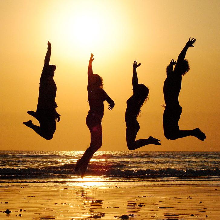 Saulėlydis, paplūdimys, grupė, šuolis, žmonės, friends, šventė