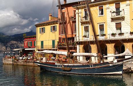 Olaszország, Garda, Port, vitorlás hajó, sétány, történelmi, régi