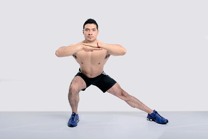 exercici, gimnàs, estocades laterals, cames, només homes, només un home, mitjan adult