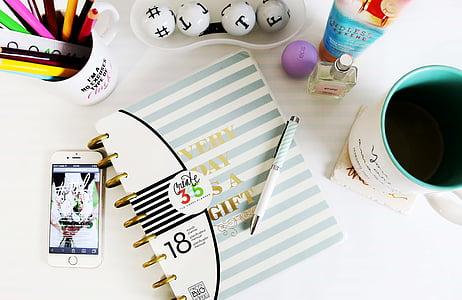 бюро, Офис бюро, интериор, бележник, перо, купа, канцеларски материали