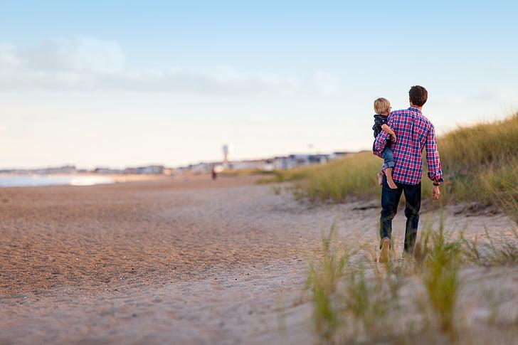 caminant, platja, família, junts, pare i fill, pares i fills, a l'exterior
