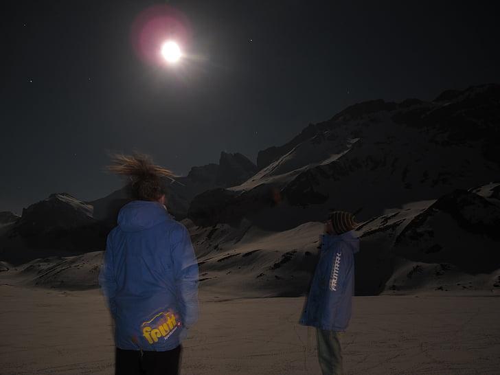 humà, a la nit, moviment, muntanyes, Lluna, llum, cel