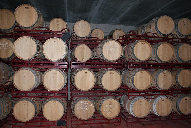 punane vein, veini vaatides, Hispaania, veinikelder, veini