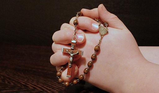 Rosari, fe, pregar, mans plegades, pregària, Creu, cristianisme