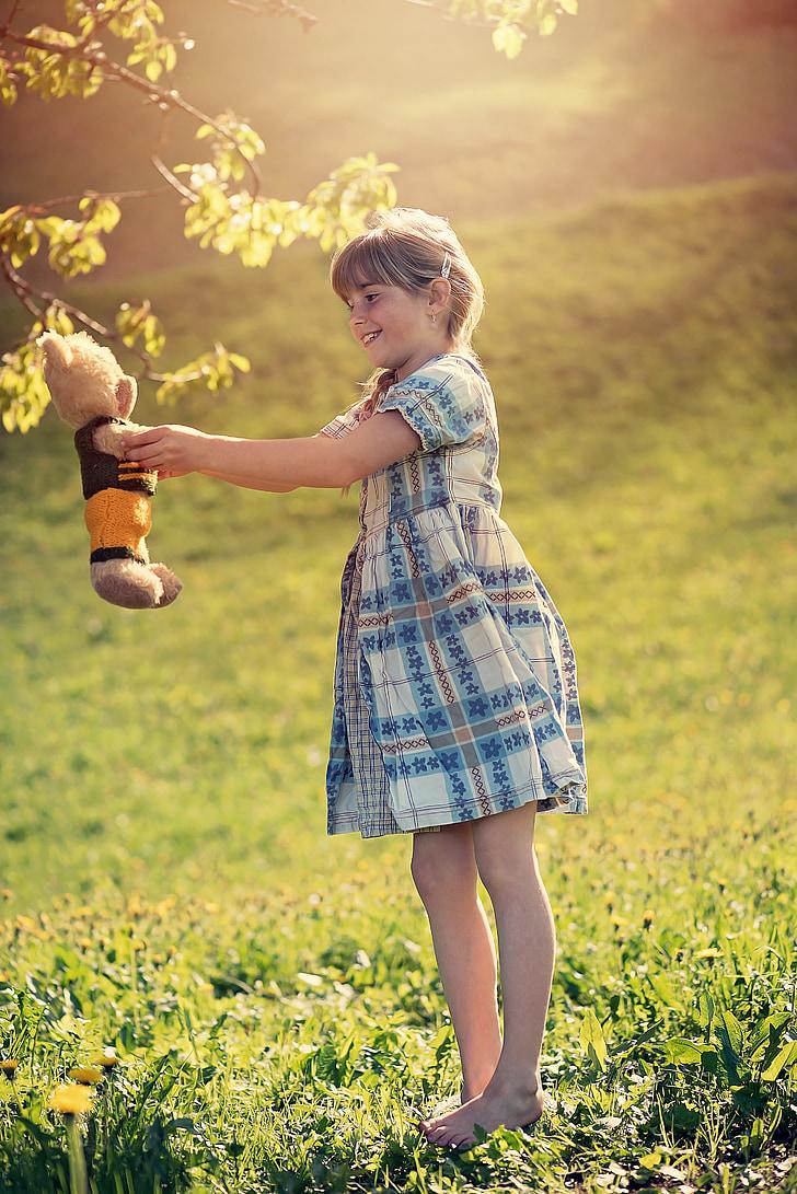 asmuo, žmogaus, vaikas, mergaitė, meškiukas, meškiukas, žaisti