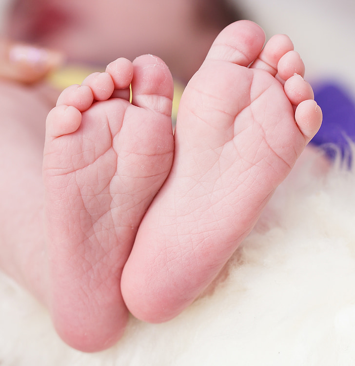 nen, peus infantils, jove, educació infantil, nadó