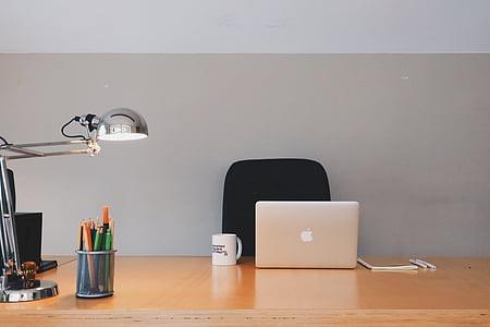 Office, kancelária, drevo, stacionárne, ceruzky, perá, lampa