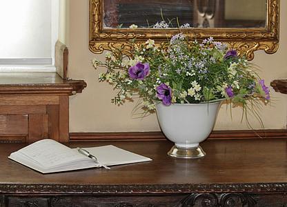 Návštěvní kniha, záznam v knize návštěv, kytice, Zátiší, starožitnost, výzdoba, květiny