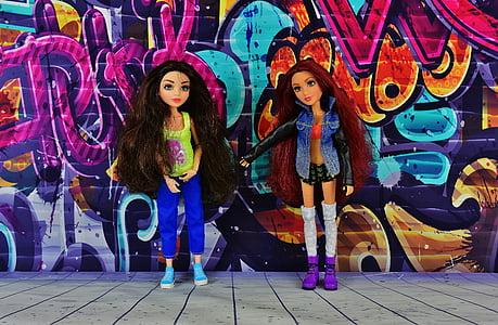 dievča, priatelia, priateľstvo, graffity spolu, priateľka, kamarátky, bábiky