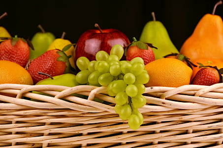 puuviljakorv, viinamarjad, õunad, Pirnid, maasikad, korvi, toidu