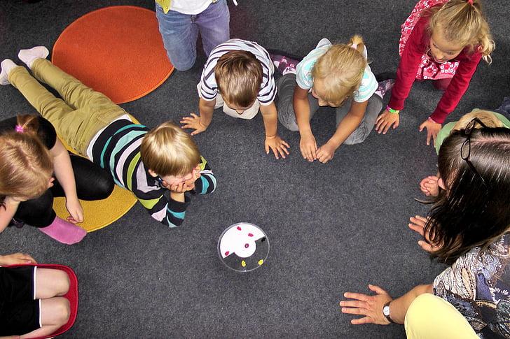 óvoda, gyermekek, játék, szórakozás, boldog, játszóház, a gyermekek csoport