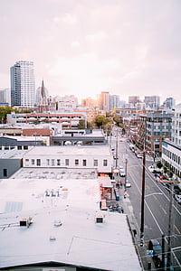 urbà, ciutat, edificis, horitzó, cotxes, carretera, sol