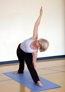 trikonasana, trīsstūra poza, joga, jogas nodarbības, labklājības, asana, stiept