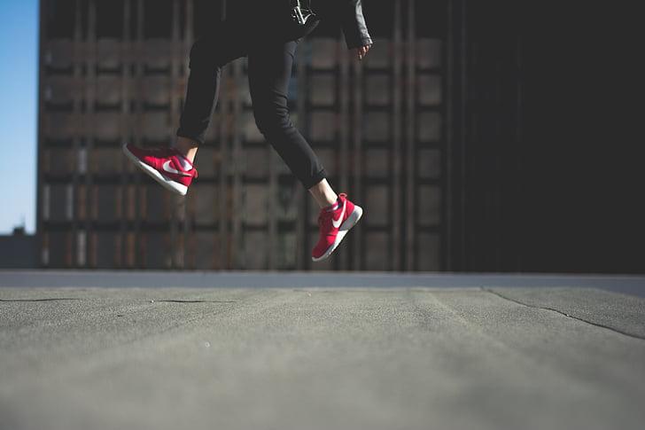persona, saltant, sabates, vermell, Nike, ciutat, jove