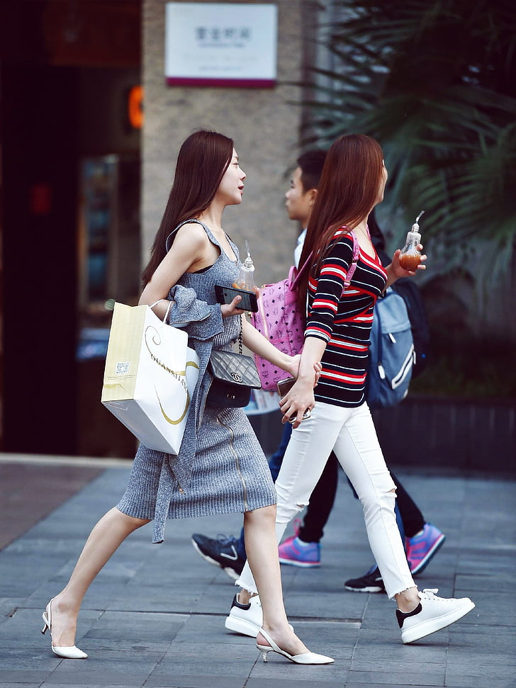 fotografia de carrer, noia de moda, Xina, nenes, la gent al carrer, bellesa, compres