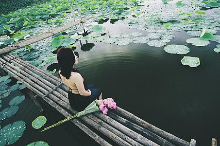 女性, 座っています。, 池, アジア, ロータス, ポーズ, ライフ スタイル