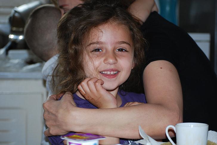 bērnu, laimi, smaida, cilvēki, sievietes, Kaukāza tautības, iekštelpās