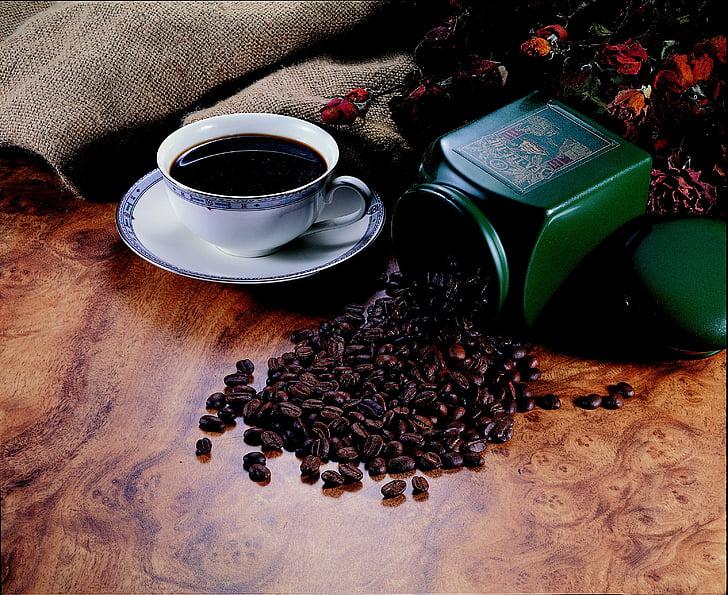 ziarna kawy, delikatnej kuchni, kubek