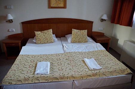 bed, hotel, room, bedroom, sleep, double bed