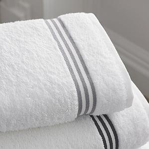 badeværelse, bad, håndklæder, hvid farve, ingen mennesker, indendørs, vinter
