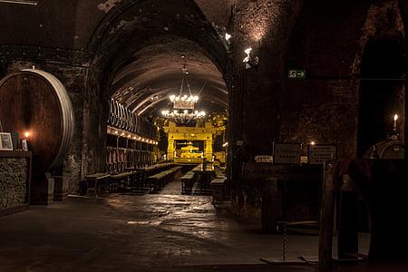 Cave, vin, tonneaux de vin, conservation du vin, baril, Keller, vigneron