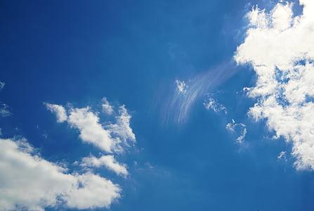 niebo, błękitne niebo, tło, błękitne niebo chmury, na tle niebieskiego nieba, biały, dzień