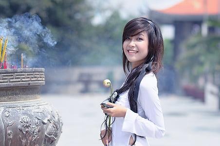 noia, roba de color blanc, força, asiàtic, ocell, a la mà, dona