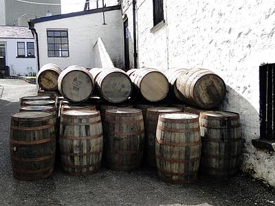tonneaux de whisky, tonneaux en bois, whisky, Islay, Ecosse, barriques, alcool
