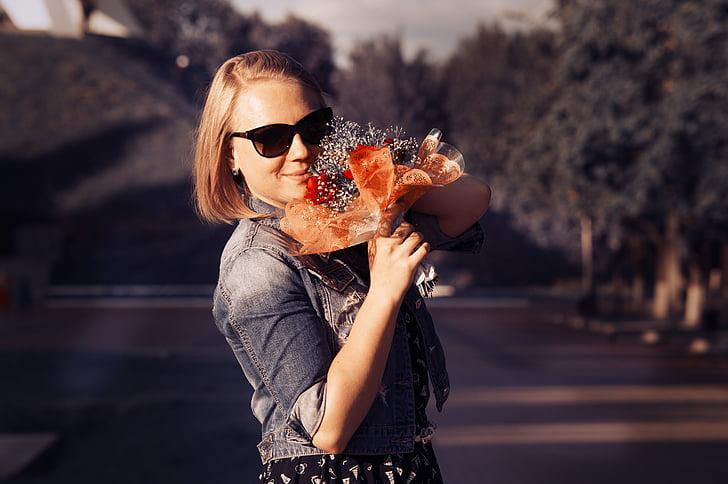 junge Frau, Modell, Blumen, im park, Sommer, Geruch