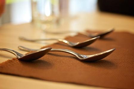 table à manger, cuillère, Salle à manger, salle à manger, outils de repas, redresser