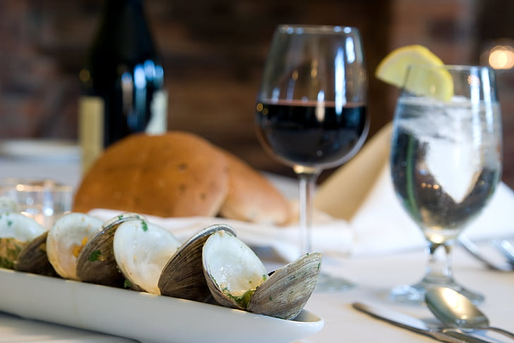 ēdamie gliemeži, vakariņas, vakariņas, pārtika, jūras veltes, virtuve, bezmugurkaulnieku
