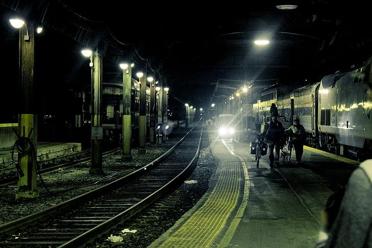 nit, persones, vies del tren, carrils, Via fèrria, estació de tren, Via de ferrocarril