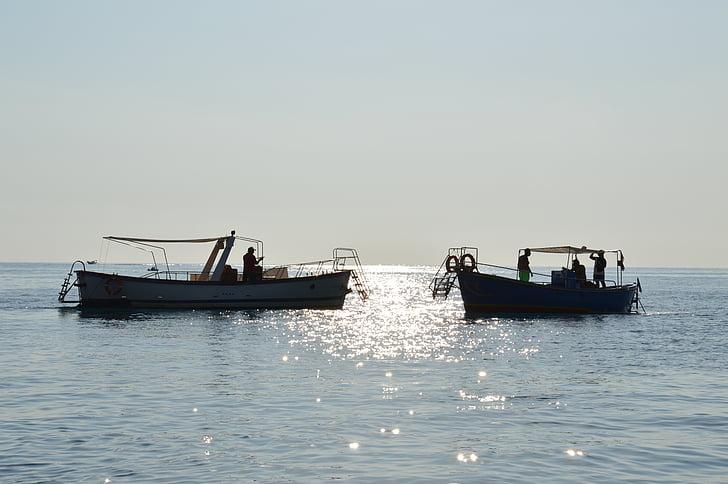 Mar, posta de sol, embarcacions, mar en calma