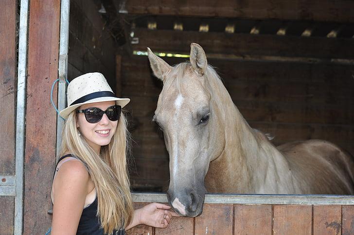 Ljudi i životinje - Page 17 Horse-equestrian-girl-stud-preview